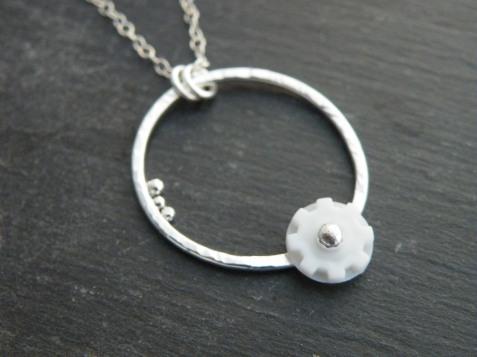 Toothpaste tube seal pendant